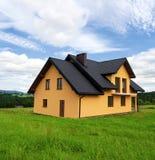 Nuova casa gialla Fotografia Stock