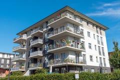 Nuova casa multifamiliare grigia a Berlino Immagini Stock Libere da Diritti