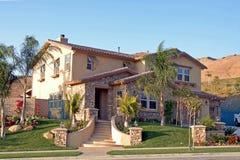 Nuova casa suburbana Immagini Stock Libere da Diritti