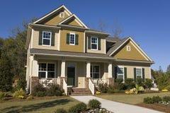 Nuova casa suburbana da vendere Fotografie Stock