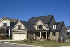 Nuova casa suburbana dell'alta società Immagine Stock Libera da Diritti