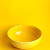 Nuova ciotola gialla pulita Fotografia Stock Libera da Diritti