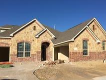 Nuova costruzione della casa della roccia in suburbano Fotografia Stock