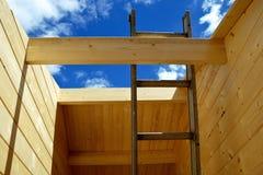 Nuova costruzione di legno del chalet Immagine Stock Libera da Diritti