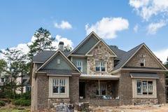 Nuova costruzione domestica del mattone e del raccordo di pietra Fotografia Stock