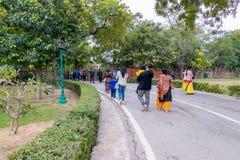 Nuova Delhi, India - febbraio 2019 Complesso di Qutub Minar, complesso di Qutub di visita dei turisti a Delhi, India immagini stock libere da diritti