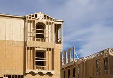 Nuova inquadratura di legno in costruzione domestica immagine stock