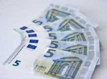 Nuova moneta bancaria dei soldi della banconota dell'euro cinque Fotografia Stock Libera da Diritti