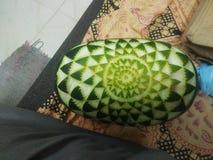Nuova progettazione del fiore di Lilly nella scultura di frutti fotografia stock