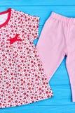 Nuova raccolta dell'indumento di estate dei bambini fotografie stock libere da diritti