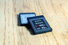 Nuova scheda di memoria di XQD da Sony sulla tavola Immagini Stock Libere da Diritti