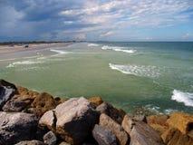 Nuova spiaggia di Smyrna Immagini Stock