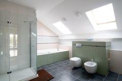Nuova stanza da bagno moderna Fotografia Stock Libera da Diritti