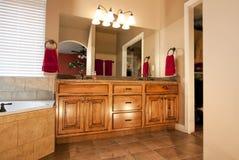 Nuova stanza da bagno ritoccata fotografia stock