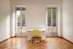 Nuova stanza moderna dell'appartamento con lo scrittorio Fotografia Stock Libera da Diritti
