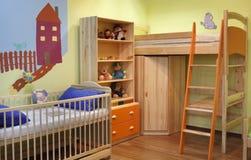 Nuova stanza variopinta per il piccolo ragazzo fotografie stock