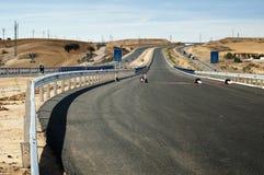 Nuova strada della strada principale dell'asfalto. Fotografia Stock