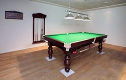 Nuova tabella di snooker con le sfere pronte per la rottura Fotografia Stock Libera da Diritti