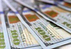 Nuove 100 banconote 2013 o fatture dell'edizione del dollaro americano Immagine Stock
