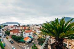 Nuove case in Budua, Montenegro Nuova città Bene immobile sullo sho Fotografie Stock