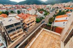 Nuove case in Budua, Montenegro Nuova città Bene immobile sullo sho Fotografie Stock Libere da Diritti