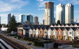 Nuove case a schiera e sviluppo del highrise È la soluzione per la crisi di alloggio Fotografie Stock Libere da Diritti