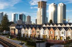 Nuove case a schiera e sviluppo del highrise È la soluzione per la crisi di alloggio Fotografia Stock Libera da Diritti