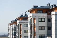 Nuove case a terrazze moderne Fotografie Stock Libere da Diritti