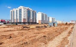 Nuove costruzioni di appartamento alte in costruzione Immagini Stock
