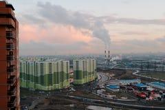 Nuove costruzioni di appartamento nelle periferie di St Petersburg, Russia Immagine Stock