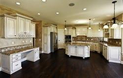 Nuove cucina e sala da pranzo enormi Immagine Stock Libera da Diritti