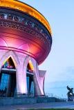 Nuove nozze del palazzo illuminate nella sera a Kazan Immagini Stock Libere da Diritti