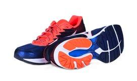 Nuove scarpe unbranded di sport isolate su bianco immagine stock
