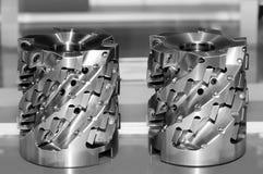 Nuove taglierine industriali moderne Utensili per il taglio In bianco e nero tonificato fotografia stock