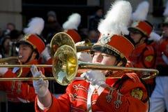 Nuovi anni di giorno di trombonist di parata Immagini Stock