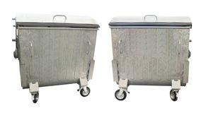 Nuovi contenitori metallici dell'immondizia isolati sopra bianco Immagine Stock Libera da Diritti