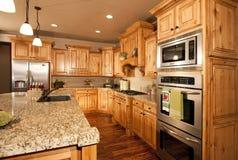 Nuovi cucina ed apparecchi moderni Fotografie Stock