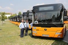 Nuovi driver di bus del trasporto pubblico Fotografie Stock Libere da Diritti