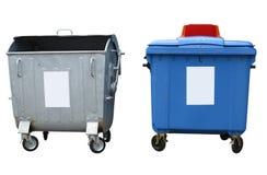 Nuovi e vecchi contenitori dell'immondizia isolati sopra bianco Fotografia Stock Libera da Diritti