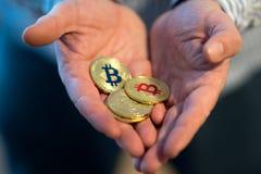 Nuovi fondi virtuali dorati Bitcoins Immagine Stock Libera da Diritti