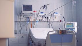 Nuovi letto ed attrezzatura di ospedale in una stanza pulita 4K stock footage