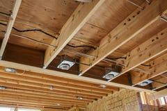 Nuovi luci della costruzione e soffitto domestici, dettaglio Immagine Stock