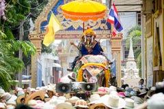 Nuovi monaci buddisti nella classificazione dell'elefante Immagine Stock