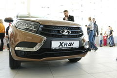 Nuovi RAGGI X russi di Lada dell'automobile che sono stati presentati il 14 febbraio 2016 nella sala d'esposizione Severavto Immagine Stock Libera da Diritti