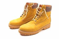 Nuovi stivali gialli di inverno isolati Immagine Stock
