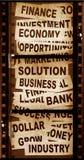 Nuovi titoli di affari con vecchio documento immagine stock