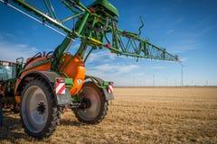 Nuovi trattori del macchinario agricolo ed attrezzature di lavorazione Immagini Stock Libere da Diritti