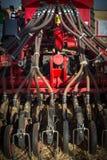 Nuovi trattori del macchinario agricolo ed attrezzature di lavorazione Fotografie Stock