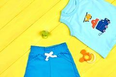 Nuovi vestiti di estate del neonato Immagini Stock Libere da Diritti