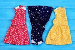 Nuovi vestiti piegati da estate del bambino Immagine Stock